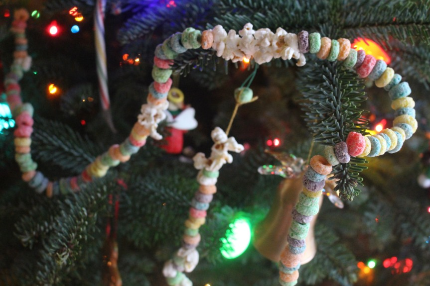 Christmas Craft: Fruit Loop Popcorn Chains